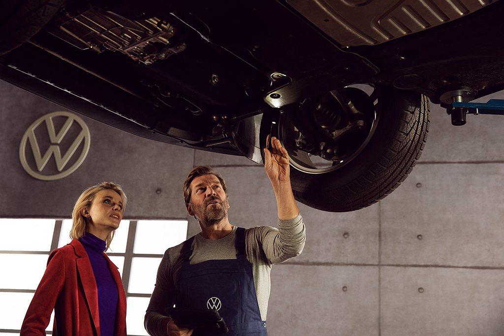 「擁車成本」包含例行保養、年度稅賦、輪胎及油資等,透過福斯原廠長里程彈性保養方案...