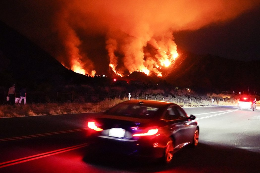美國加州正遭遇極端氣候引爆的「夏日危機」。 圖/美聯社