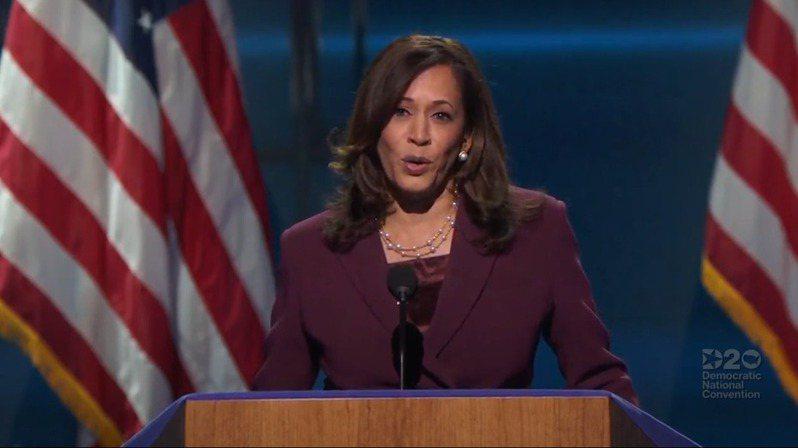 加州聯邦參議員賀錦麗(Kamala Harris)19日在德拉瓦州首府威明頓市的民主黨全代會上,接受民主黨副總統候選人提名後,發表演講。(取材自YouTube)