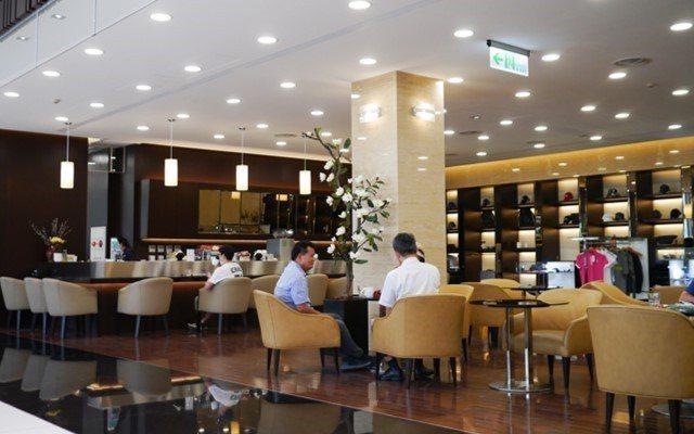 LEXUS北台中據點提供舒適的顧客休憩空間,並打造完整的LEXUS精品展示區,...