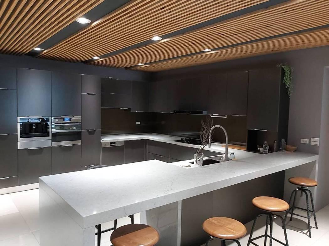 巨元實業展示中心最新廚具櫥櫃。 詹豊彰/攝影