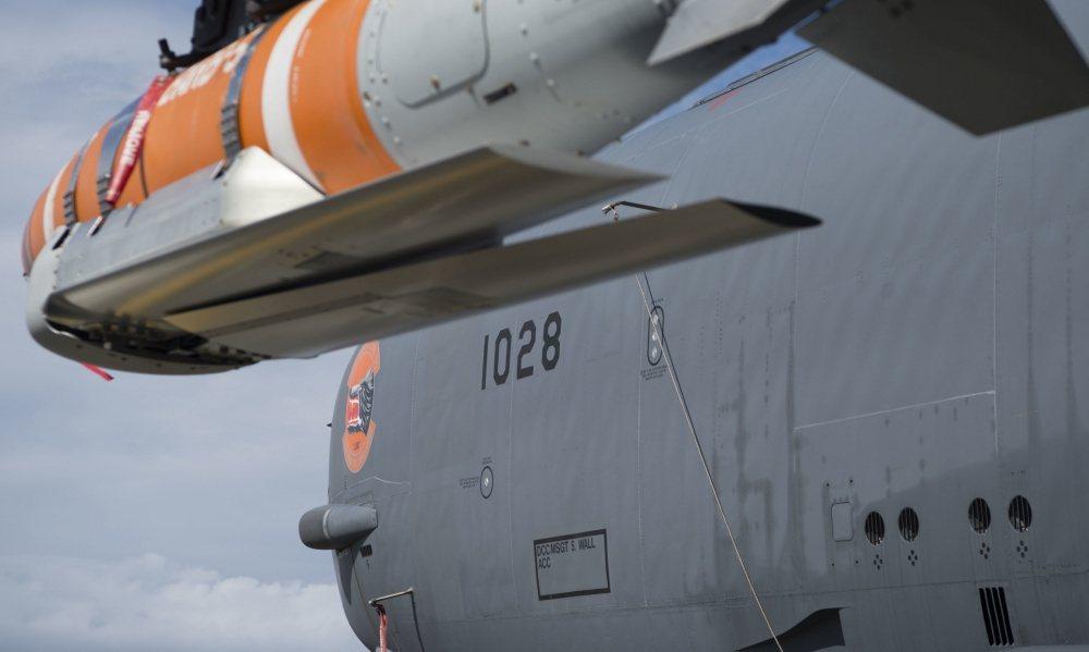 B-52同溫層堡壘轟炸機攜帶「迅擊」(Quickstrike)水雷。 圖/取自DVIDS網站