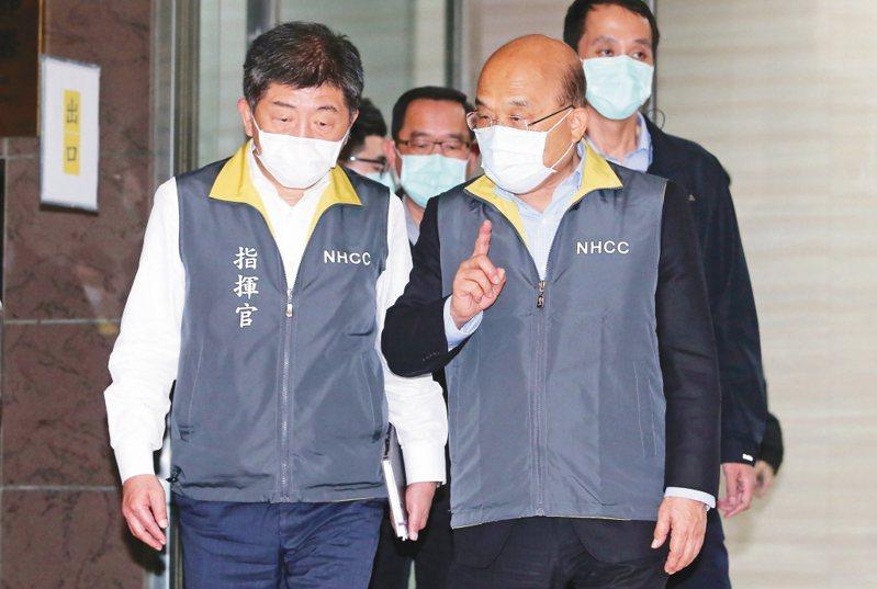 行政院長蘇貞昌(右)受訪時表示,支持指揮官陳時中(左)去了解過程與經費運用。圖/聯合報系資料照