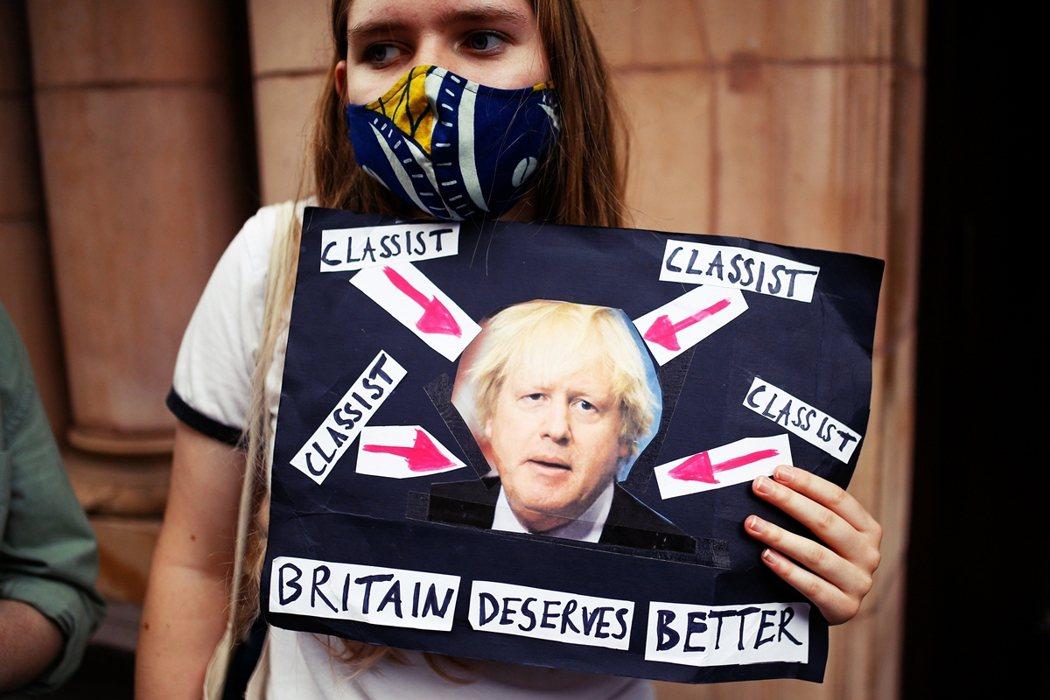 英國政府正因 A-Level 之亂遭遇輿論猛烈批判。 圖/路透社