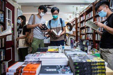 一杯飲料錢的終極之戰:電商66折之後,出版業與書店何去何從?