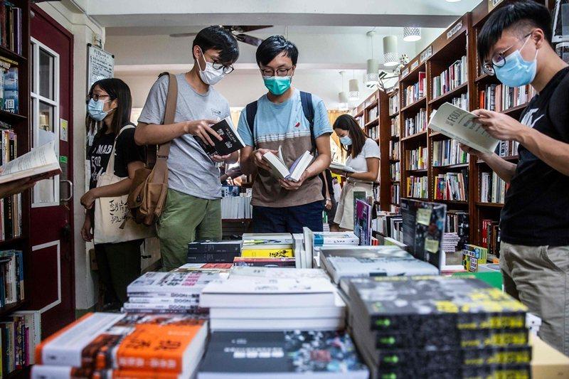 出版品的定價與泡沫折扣問題,對許多讀者而言,已經來到令人難以忍受的程度。 圖/法新社