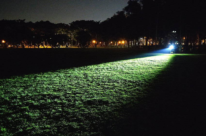 中大研發的自行車車頭燈亮度,可達到400 lx,讓單車族的前方視線一片光明,週遭...