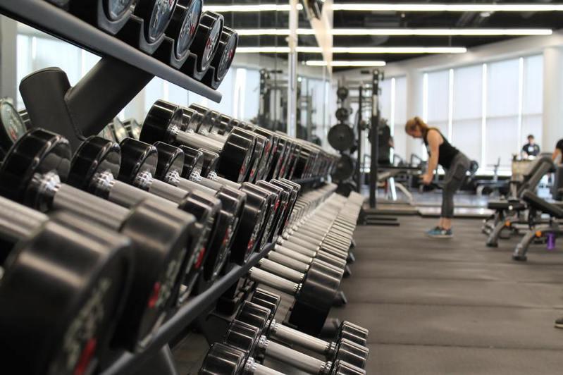 紐約州宣佈即將有限度開放健身房,但公衛單位並不贊成。(Photo by Danielle Cerullo on Unsplash)