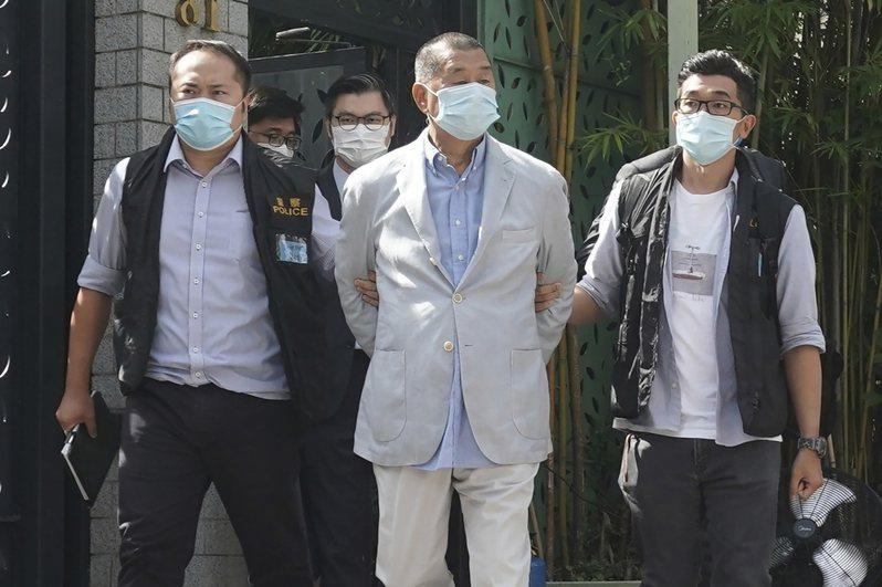 香港民主派代表人物、壹傳媒創辦人黎智英,本月10日被香港警方以涉嫌違反國安法逮捕時的檔案照片。美聯社