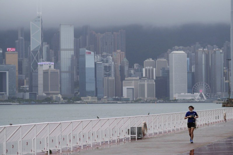 香港教協指控高中課本將被教育審查。新華社