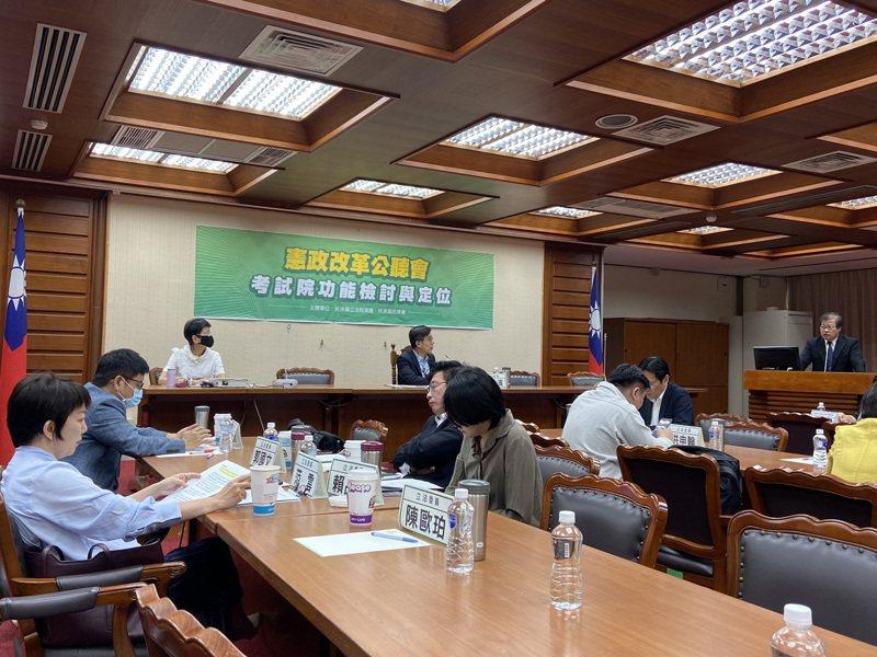 民進黨團今天舉行第一場憲改公聽會,多位立委與會。記者蔡晉宇/攝影