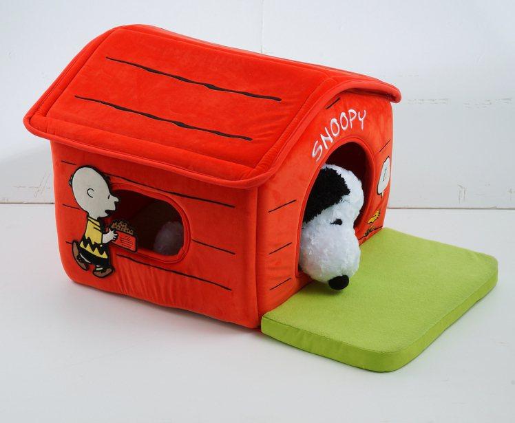 Snoopy系列造型寵物屋史努比與查理布朗原價1,790元,特價1,299元。圖...