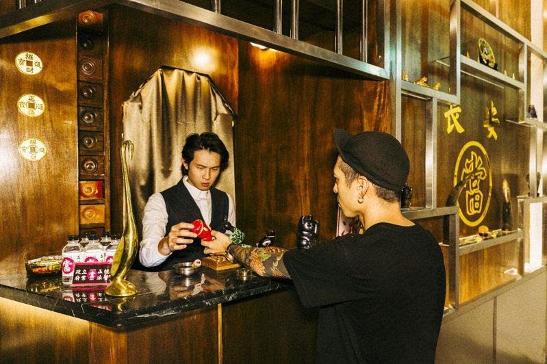 是當舖也是酒吧?本周六正式開幕的「當吧PAWN BAR」,結合傳統行業、空間再造,趣味十足。圖 / 當吧提供。