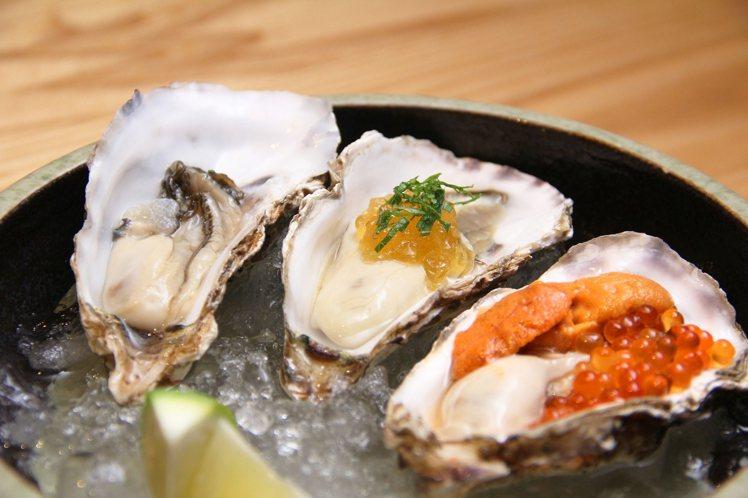 日本橋海鮮丼辻半新推出「日本北海道厚岸生蠔」,每顆230元起。圖/香繼光提供