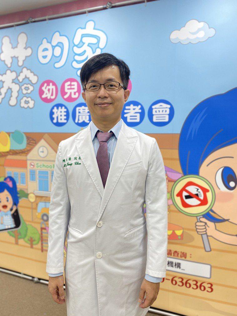 陳木榮表示,無論加熱菸、電子煙,只要是抽菸都會讓他人面臨二手菸危害,也恐增加小孩...