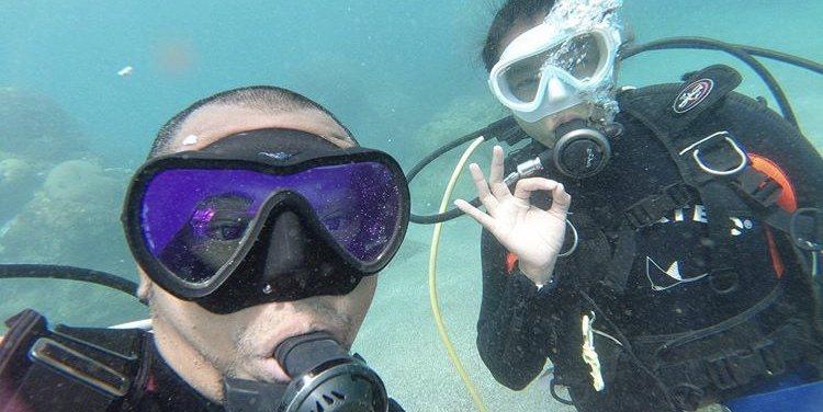 小嫻跟金剛去考了潛水執照。小嫻IG