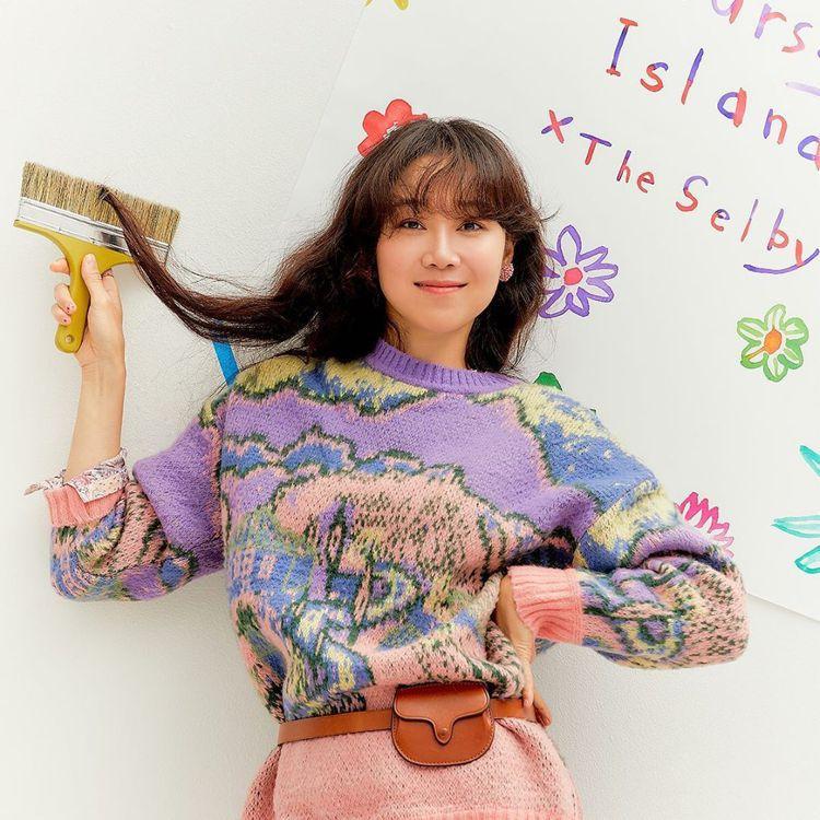 孔曉振演繹Thursday Island針織衫,韓幣279,000元、約合台幣6...