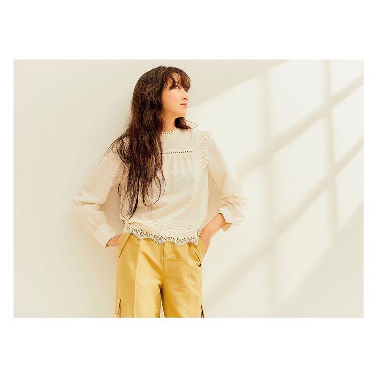 孔曉振穿Thursday Island秋冬系列上衣,韓幣219,000元、約合台...