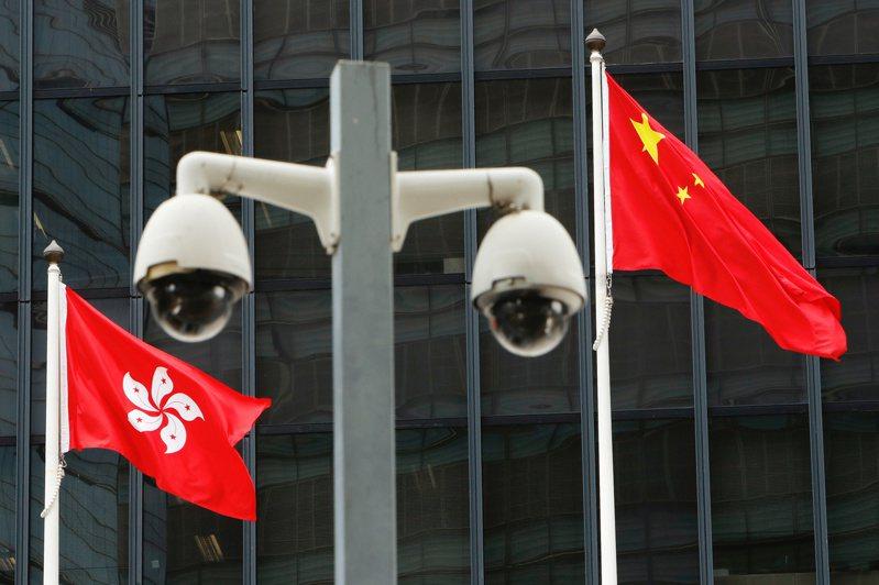 香港特區政府20日譴責美國單方面暫停或終止三項雙邊協議。路透