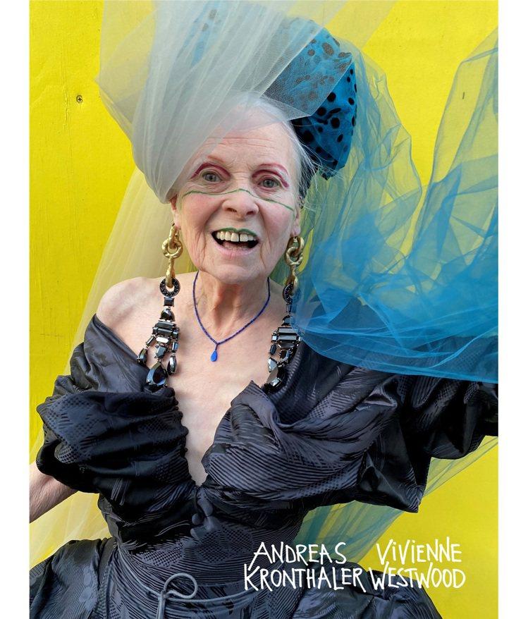 Vivienne Westwood時而嚴肅時而嬉鬧展現新一季的服裝,充滿生活感的...