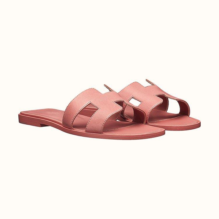 愛馬仕ORAN拖鞋式涼鞋款式非常多。圖/摘自官網