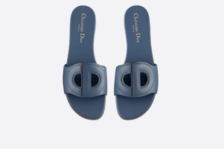 DIOR D-CLUB拖鞋式涼鞋目前有四種顏色。圖/摘自官網