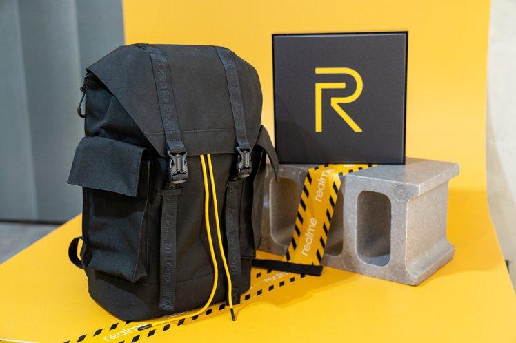 realme玩家後背包是粉絲節期間限定商品,售價749元,8月29日起於real...
