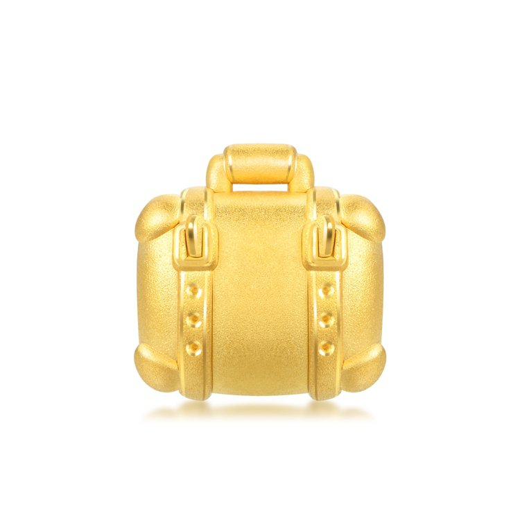 點睛品Charme「童話系列」足金行李箱串飾,10,500元。圖/點睛品提供