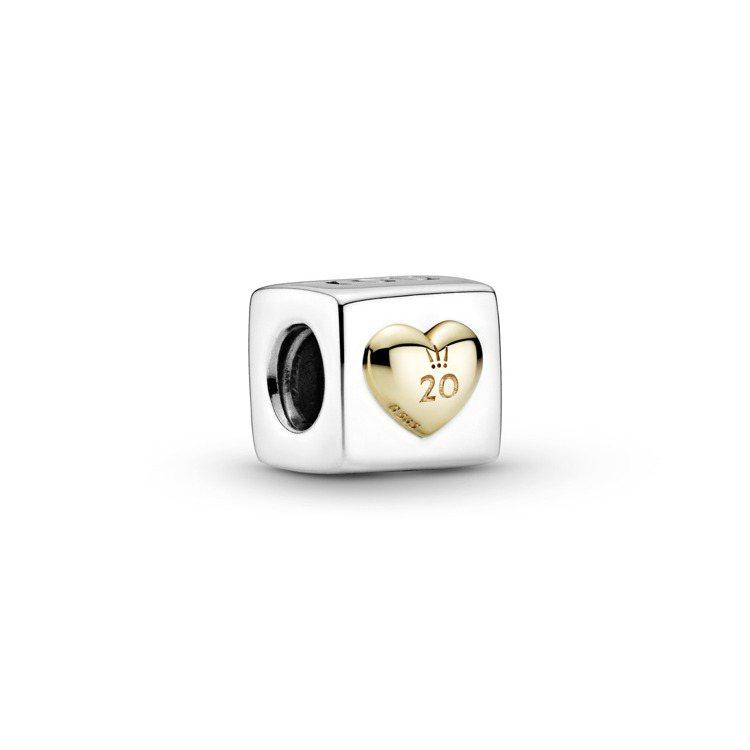 Pandora八月限定愛的骰子14K金、925 銀雙色串飾,3,680元。圖/P...