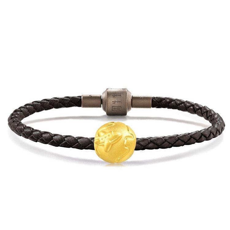 點睛品「童話系列」足金地球儀串飾配皮繩,8,700元。圖/點睛品提供