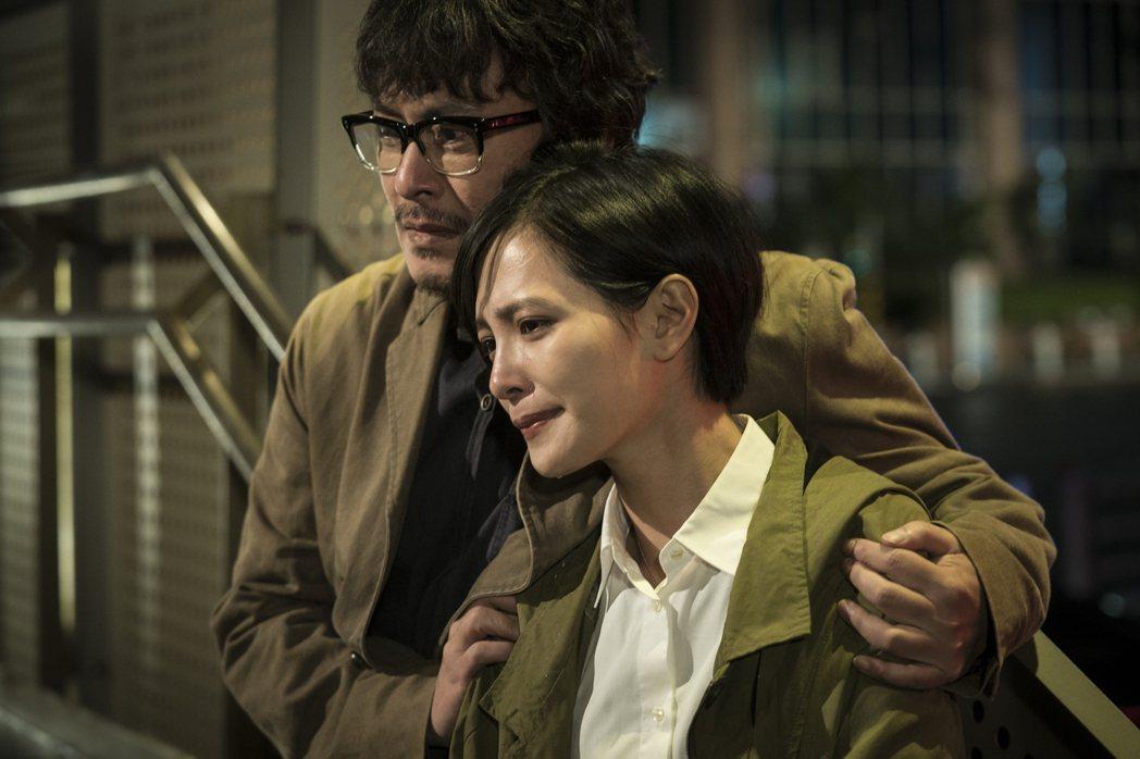 王識賢(左)、吳子霏在「獵夢特工」演出父女。圖/HBO Asia提供