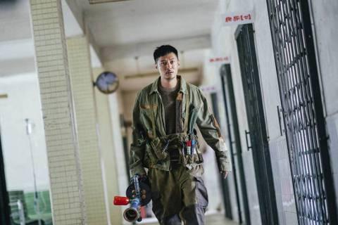余文樂暌違影壇3年,全新電影作品「怪物先生」將推出,和金馬獎影后惠英紅、香港金像獎影后春夏、金馬獎影帝涂們搭檔,電影是改編自美國奇幻小說作家A. Lee Martinez 的作品「Monster」,...