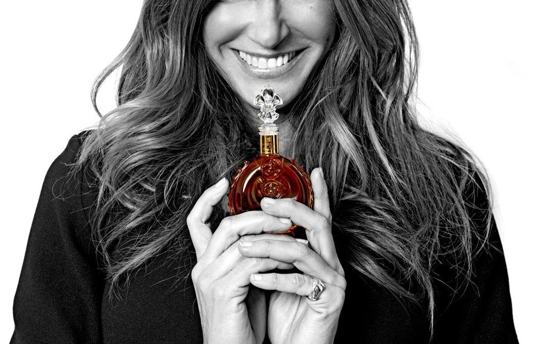 路易十三推出路易十三水晶瓶,讓情人體會小而美的深刻心意。業者/提供