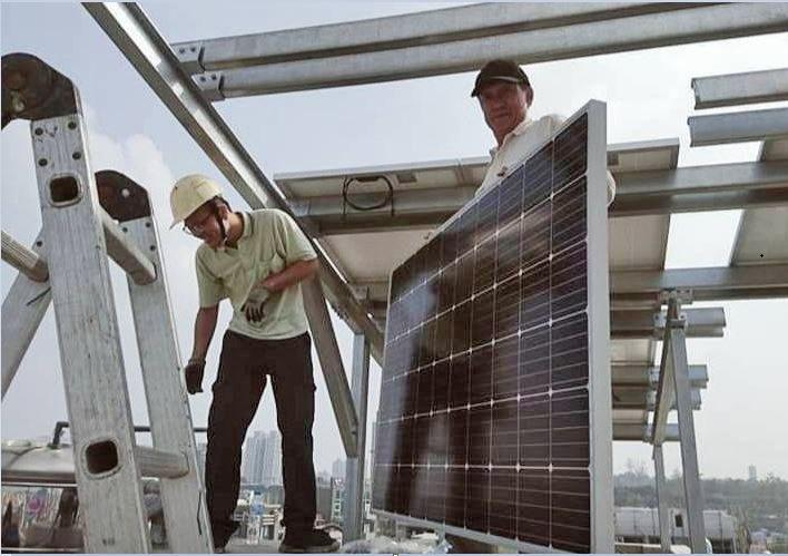蔡德安發現自己僅具有現場太陽能設備裝修的技術,缺乏太陽能設備繪圖技能,因此參加「...