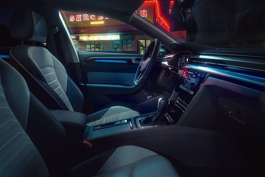車室具備Silver Rise鋁質飾板,搭配Nappa真皮豪華舒適座椅、大面積電...