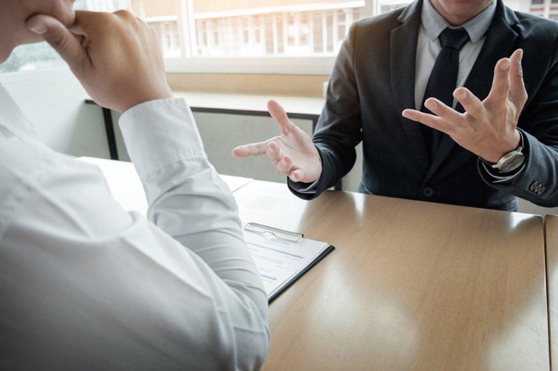 一名網友求職面試後,收到公司的未錄取通知信,直白的內容讓他有點難接受。示意圖/ingimage授權
