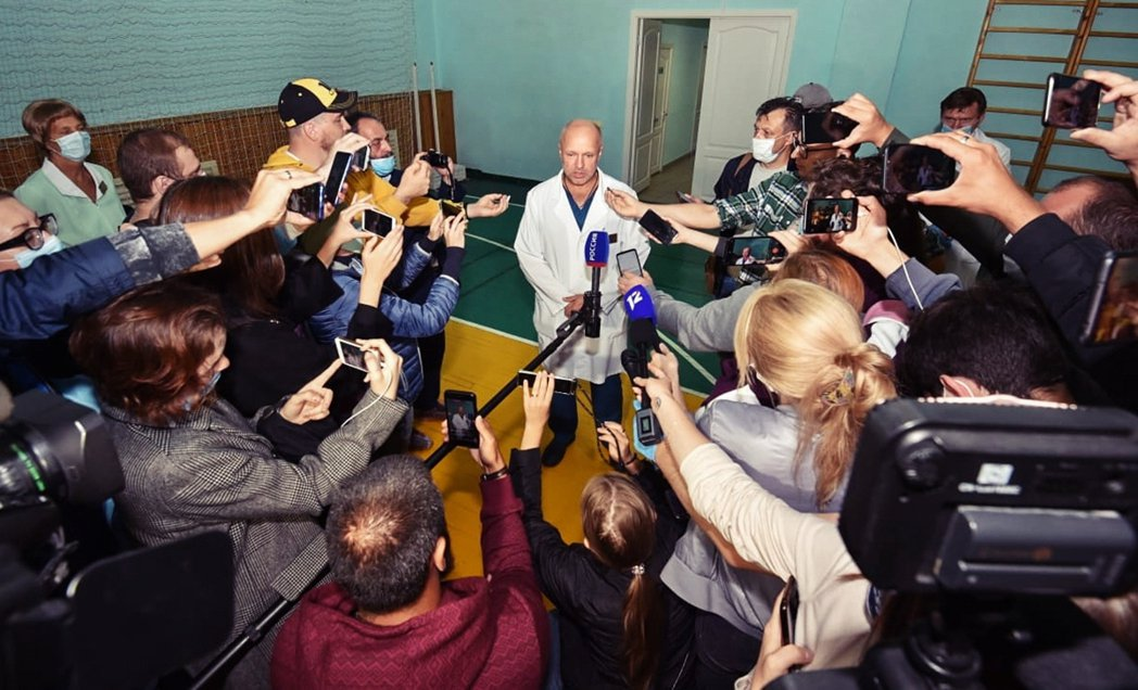 「歐姆斯克醫療團隊已經協調中央政府從莫斯科派來專家團隊支援...我們會繼續『一切...