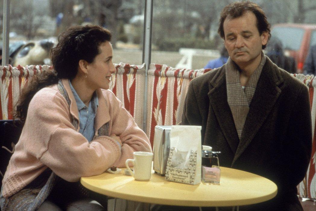 金球獎影帝比爾莫瑞(右)主演的《今天暫時停止》是他的喜劇經典代表作品之一。 圖/...