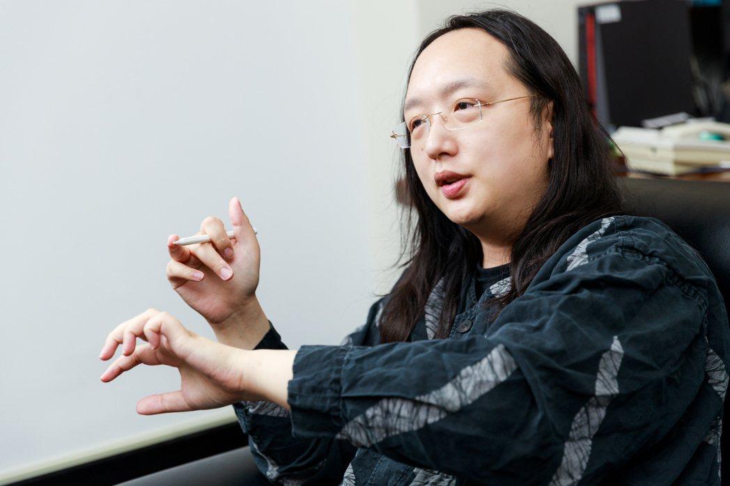 過去7個多月,新冠疫情發燒,唐鳳的名字跟著成為熱搜詞。 圖/陳軍杉攝影