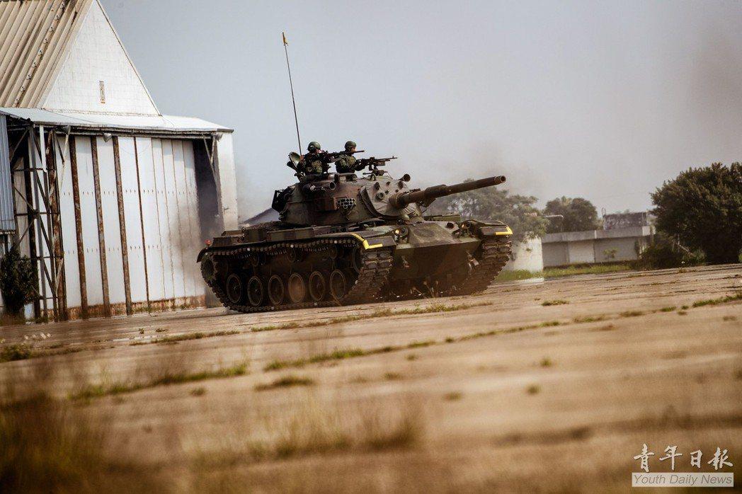 陸軍機步269旅執行機步戰鬥隊「應援重要目標掃蕩戰鬥」演練。 圖/青年日報