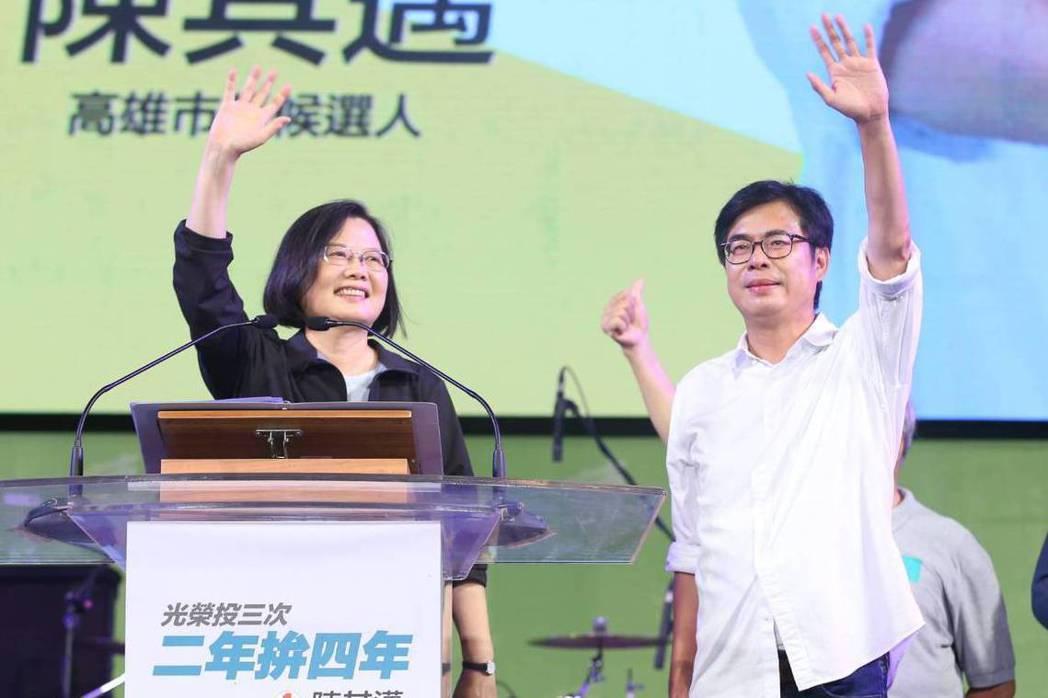 高雄市長補選投票前日,蔡英文在陳其邁選前之夜站台,最終陳其邁以67萬票成功當選。 圖/聯合報系資料照