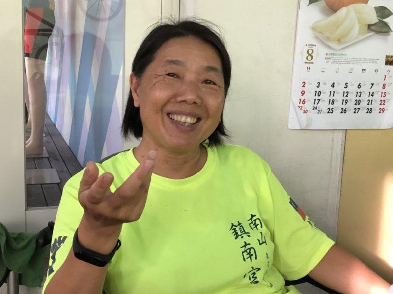 個性相當開朗積極的金門高中退休教官蕭鳳玉,提起來金門工作,最後卻深深的愛上這塊土...