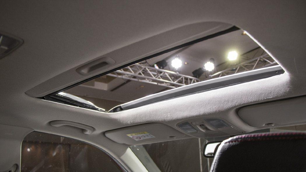 Kia Sonet有天窗。 摘自CarWale