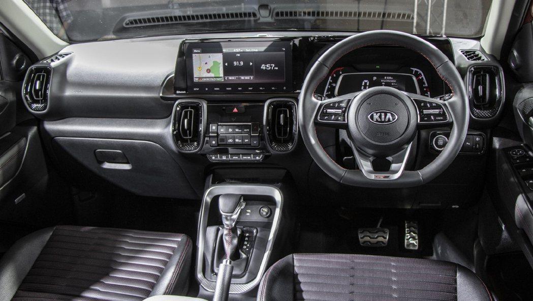 Kia Sonet GT-Line車型搭配D字型方向盤。 摘自CarWale