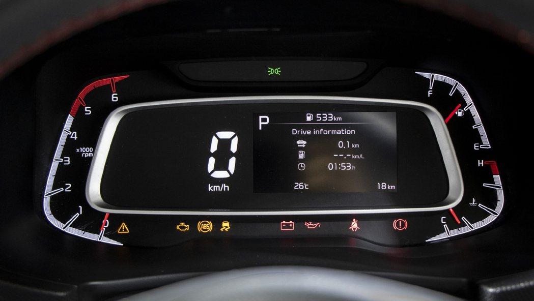 Kia Sonet搭載4.2吋多功能資訊顯示儀表板。 摘自CarWale