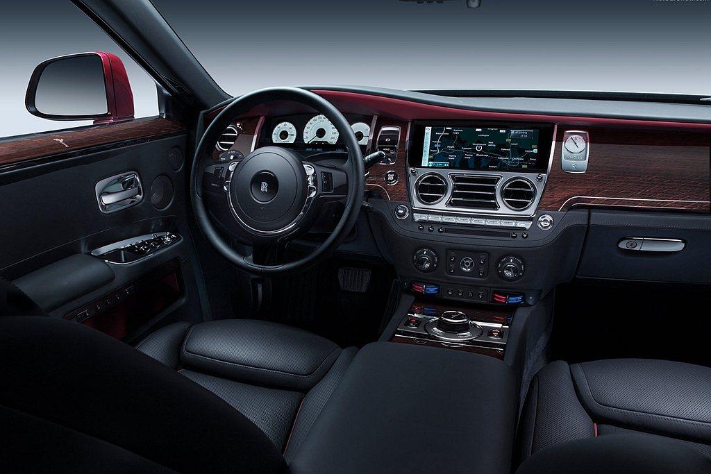 勞斯萊斯汽車採用了先進的感測器和Nanofleece空氣過濾技術。不僅如此,其所...