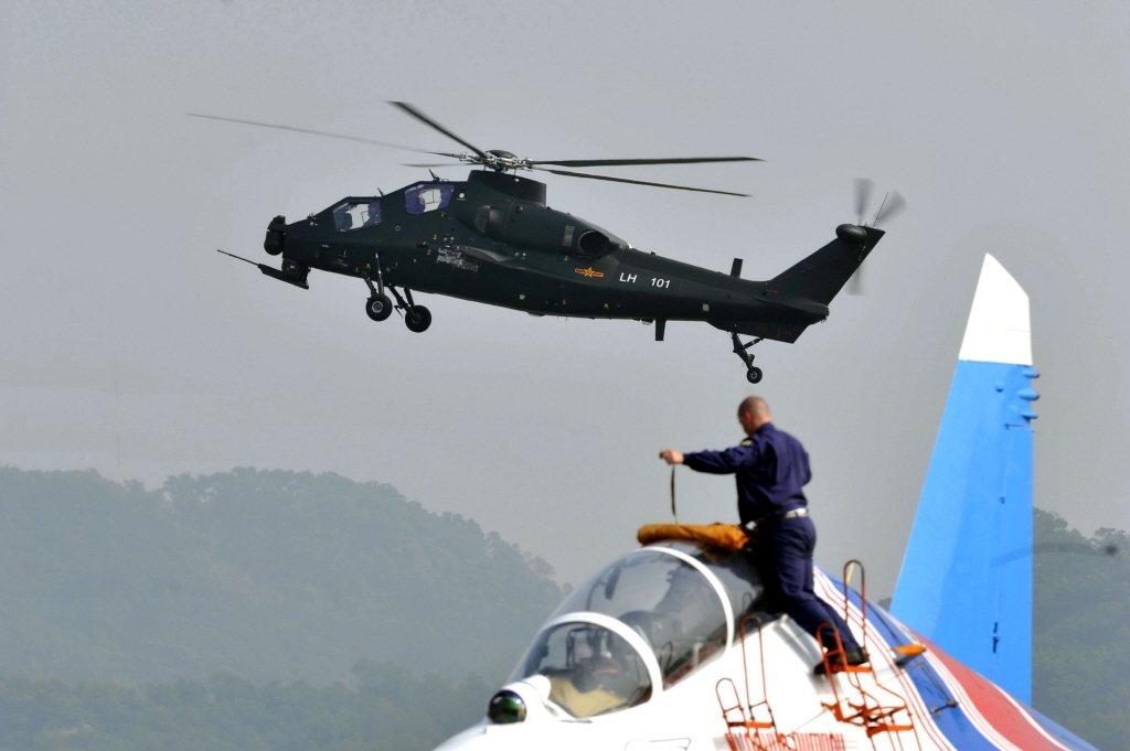 共機直-10攻擊直升機。 圖/新華社