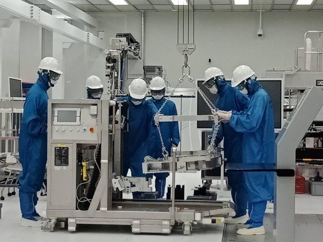 艾司摩爾客戶遍及全球晶片製造領導廠商,包括台積電、三星、英特爾、美光等。 經發局...
