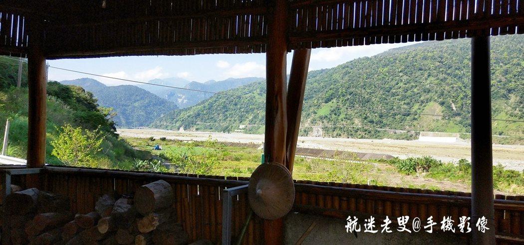 在搭建的竹屋向外眺望,視野非常遼闊,在這心情自然也會跟著豁然開朗。