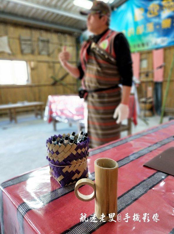 原住民的竹筒飯大家都熟悉也吃過,今天族人教我們用桂竹製作酒杯,享受自己動手製作的樂趣,大伙每人都聚精會神的動手製作,這是我完成的小酒杯。